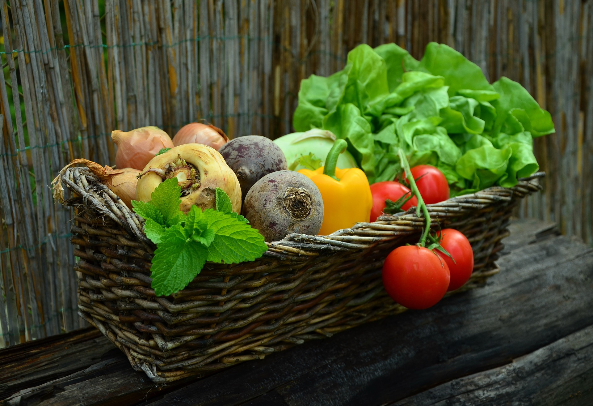 Photo of produce by congerdesign from Pixabay.