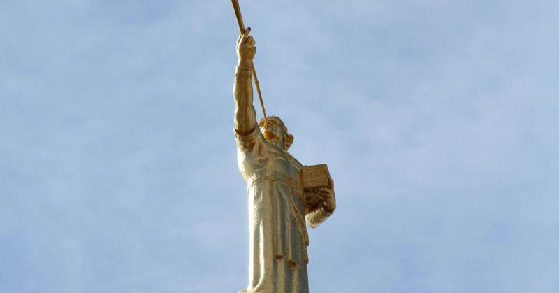 Photograph of Angel Moroni atop the Los Angeles Temple by Steve Mortensen