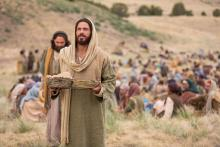 Jesus miraculously feeds the 5000. Image via lds.org.