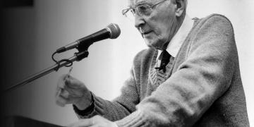 Hugh Nibley speaks at an air-quality symposium in 1989. Image via Deseret News.